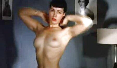 Anelli je prstom asian porno films mazala obrijanu pičku