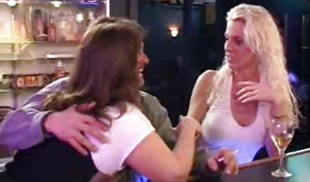 Velike sise porno film starke brineta igra s boobs i maca
