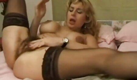 Dvostruka jebena stewardesa porno dama s dlakavom pičkom