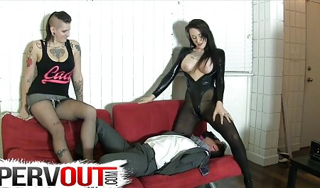 2 stare i mlade porno modele lezbijke igraju međusobno
