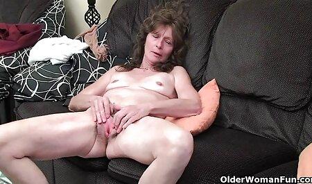 Prsata plavuša pruža nogu na otvorenom free son porno