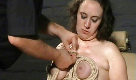 Međurasni par porno star ro ima ugodnu oralnu i prodornu sposobnost.