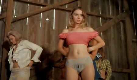 Crvenokosa zavodnica Penny Pax pruža virtualnu vintage porno filmovi stopu u uredu