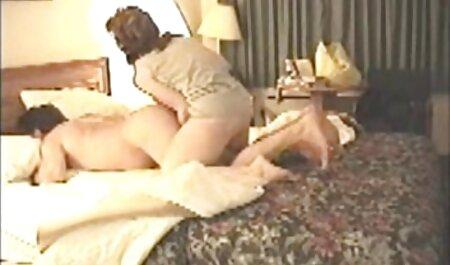 Latinoškolska djevojčica Christy Ann Bates svoje polje martur porno u uniformi!